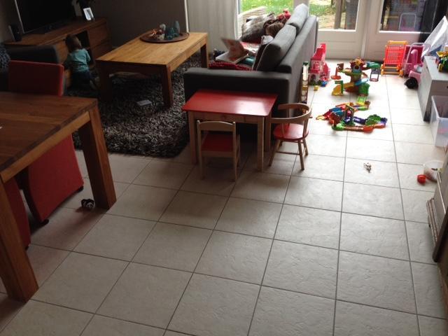 Tegels zetten over bestaande tegelvloer woonkamer hal en keuken ca ...