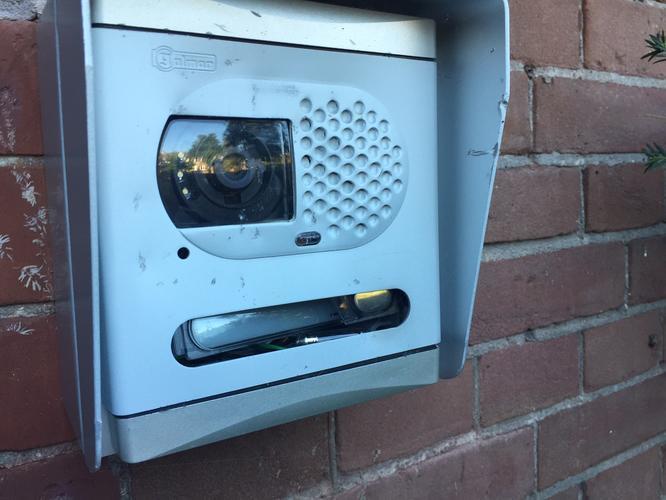 Repareren golmar deurbel werkspot for Camera schoonmaken
