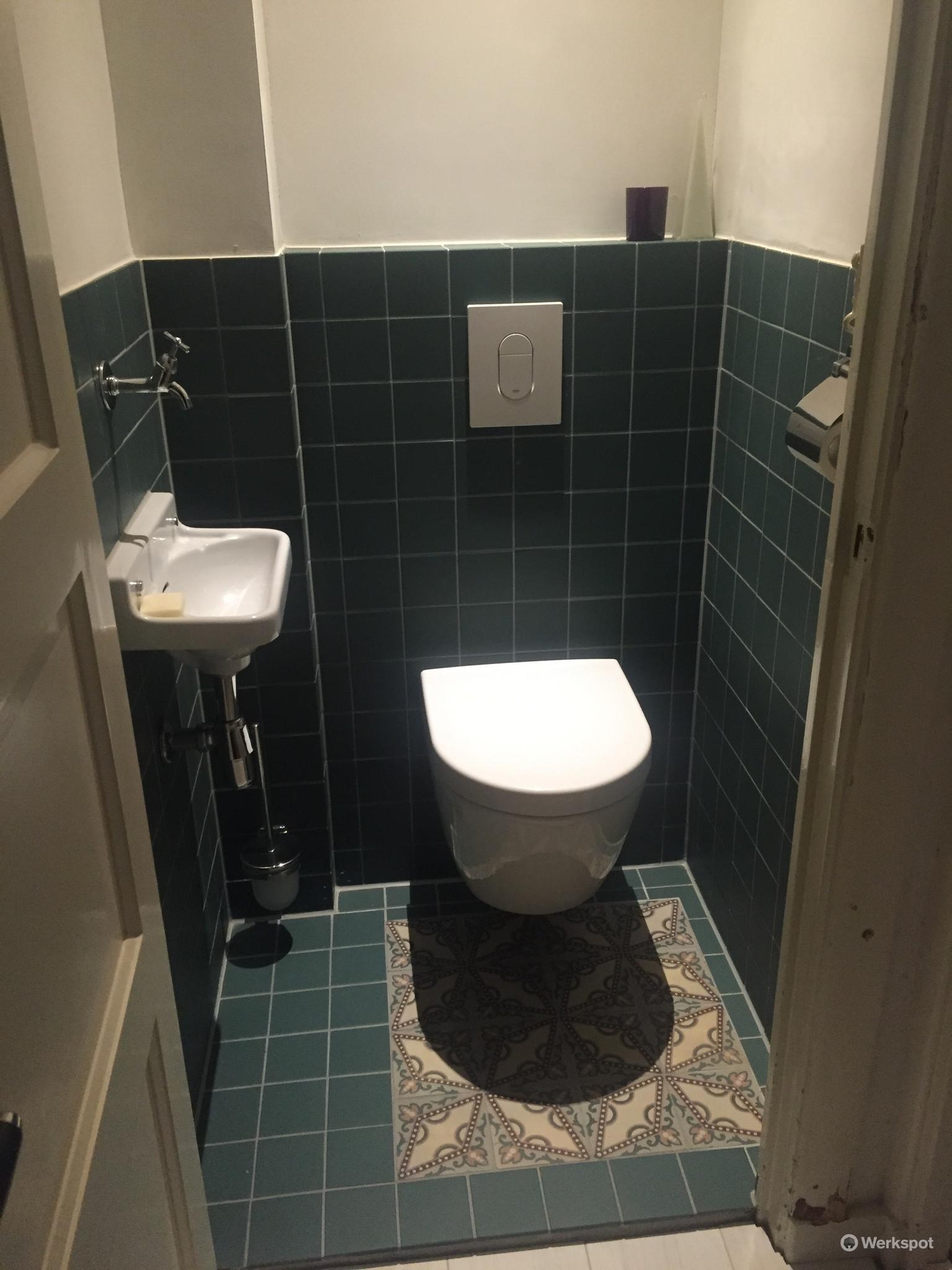 Kleine badkamer verbouwen, Amsterdam, antieke vloertegels - Werkspot
