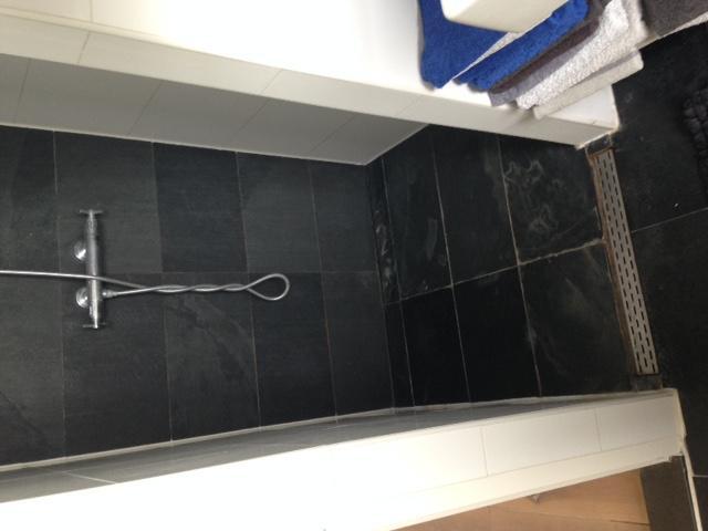 Badkamer Tegels Kalk : Kitten kalkaanslag verwijderen vullen voegen badkamer werkspot