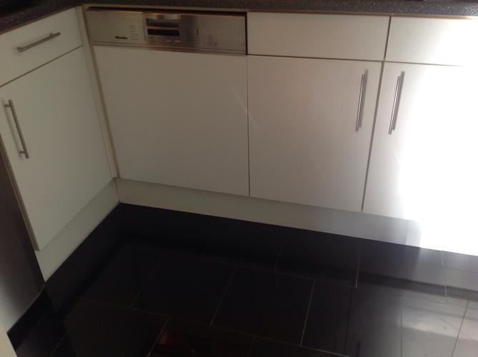 Rvs Plint Keuken : Het plaatsen van rvs plinten lengte materiaal ongeveer meter
