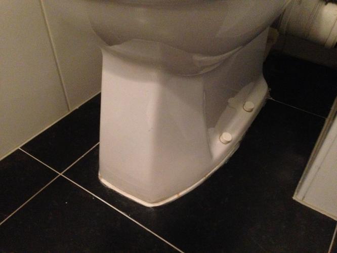 Extreem Reparatie WC (Lekkende pot door binnenboutje) en Pot opnieuw PE66