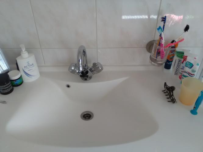 Kit verwijderen en nieuwe kit plaatsen in badkamer (douchebak ...