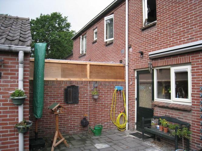 Plaatsen afdak tussen buitenmuur huis en schuur werkspot - Tussen huis ...