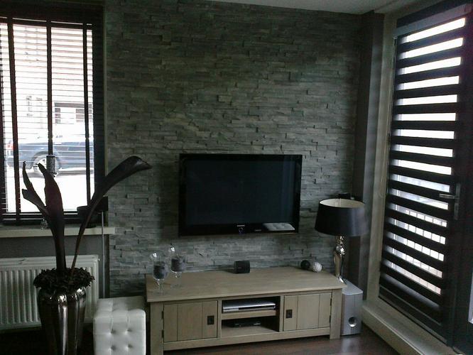 Tegelen wand woonkamer werkspot for Wand woonkamer
