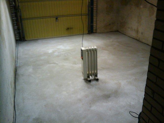 Epoxy coating aanbrengen in garage gietvloer werkspot