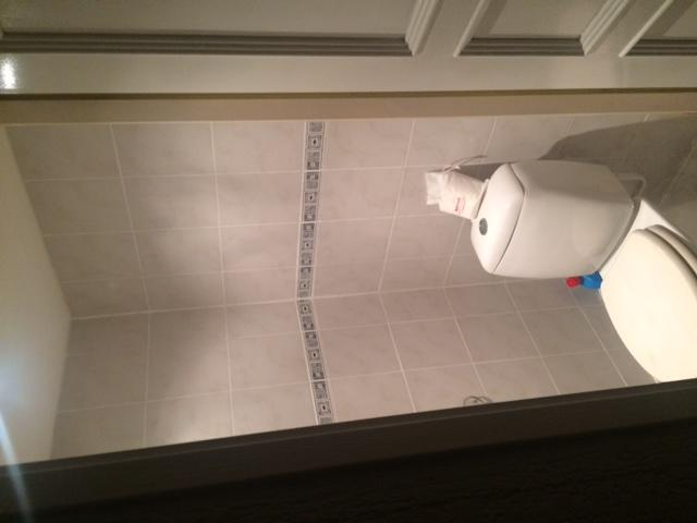 Toilet betegelen (over oude tegel heen), plaatsen hangtoilet (incl ...