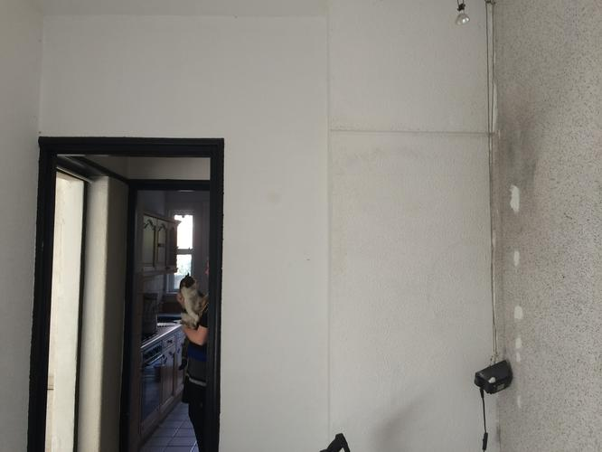 Muren deurpost glad stucen tot 32 m2 werkspot for Kostprijs behangen per m2