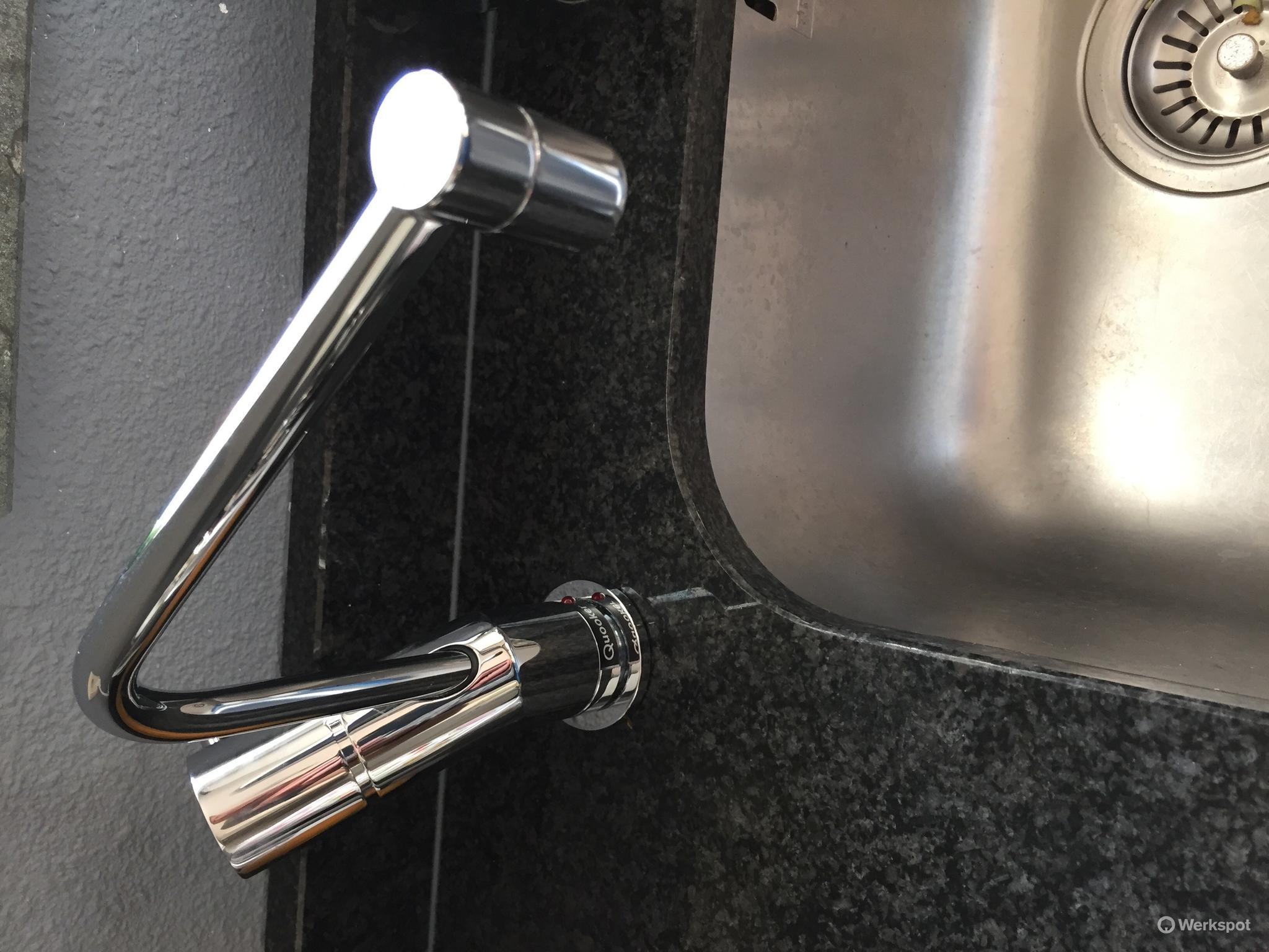 Plinten keuken vervangen en kast deurtjes stellen werkspot
