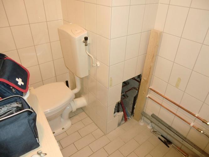 Toilet Zonder Afvoer : Plaatsen aansluiting afvoer voor ligbad werkspot