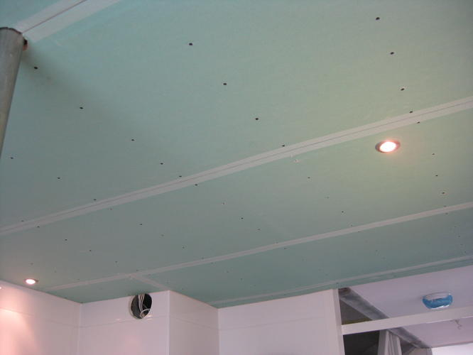 afwerken en stucken verlaagd plafond badkamer - Werkspot