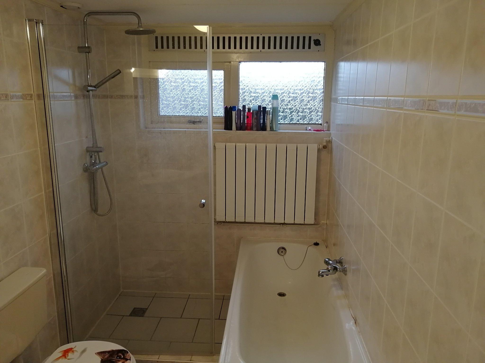 Nieuwe Badkamer Plaatsen : Slopen oude badkamer plaatsen nieuwe badkamer. werkspot