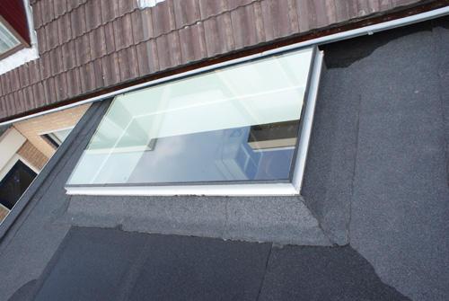 Dakraam lichtstraat plaatsen in veranda plat dak werkspot - Veranda met dakraam ...