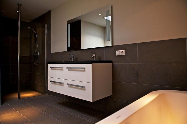 Betegelen badkamer en toilet inc. materiaal - Werkspot
