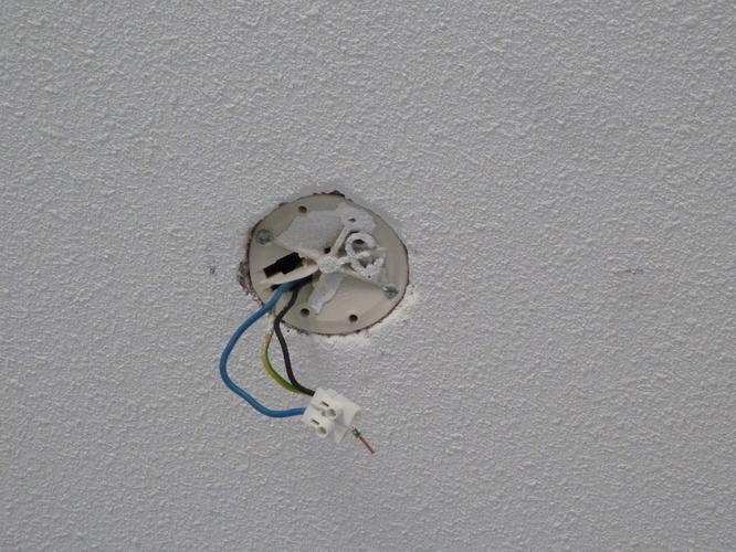 Lamp vast boren in betonnen plafond verlengen electra for Lampen verbinden