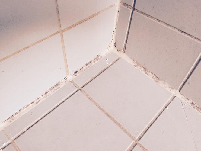 bijwerken) kitwerk badkamer - Werkspot