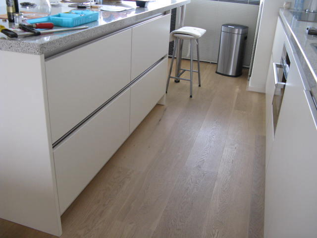 Ikea Keuken Onderkast : Op maat zagen kwarts composiet werkblad en onderkasten verplaatsen