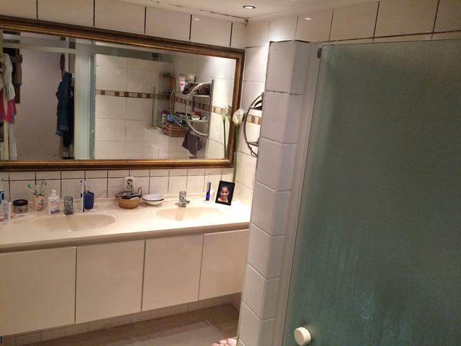 Afzuiging Badkamer Inbouw : Plaatsen inloopdouche & nieuw toilet & afzuiging badkamer werkspot