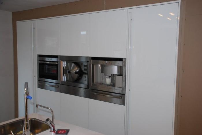 Keuken Ikea Laten Plaatsen : Keukenkasten wand maken Werkspot