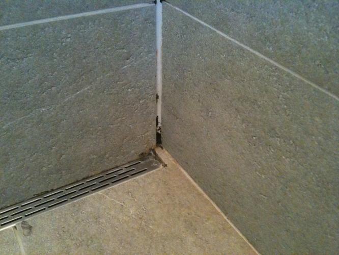 Kitwerk badkamer vervangen - Werkspot