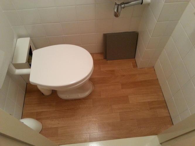 Tegelen 2 wandjes badkamer en vloer wc werkspot