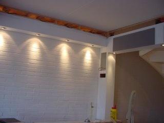 Spotjes in houten balk plaatsen werkspot - Plafond met balk ...