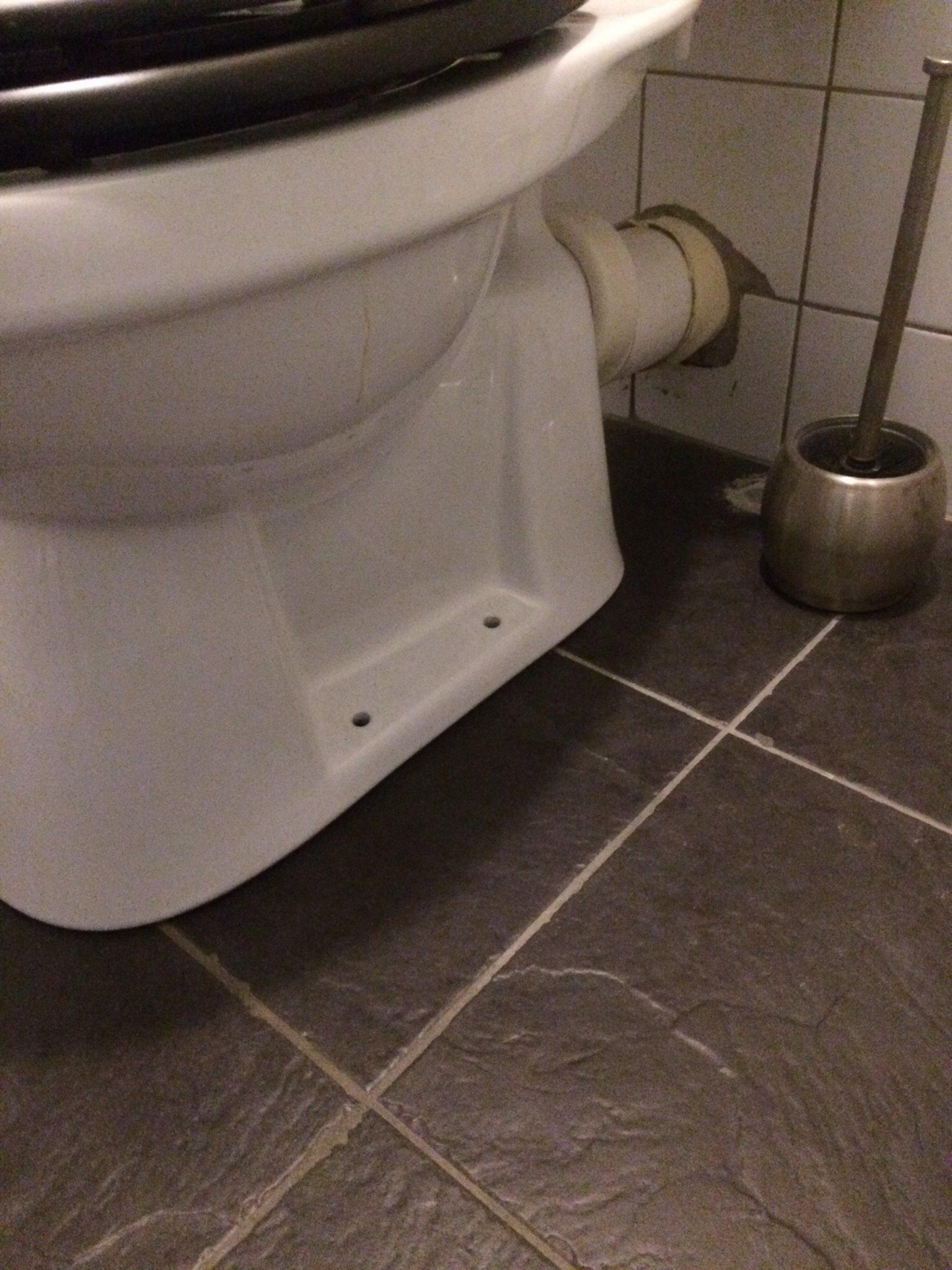 Staande Wc Pot Vastzetten.Toiletpot Vastzetten Aan Vloer Werkspot