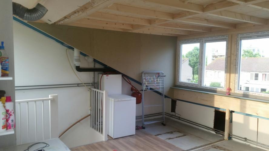 kasten bouwen onder schuine kanten dakkapel en schuifkast
