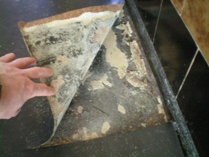 Terrazzovloer herstellen na verwijderen linoleum met teerlijm