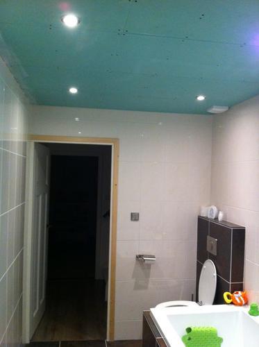 Glad stuken plafond badkamer - Werkspot