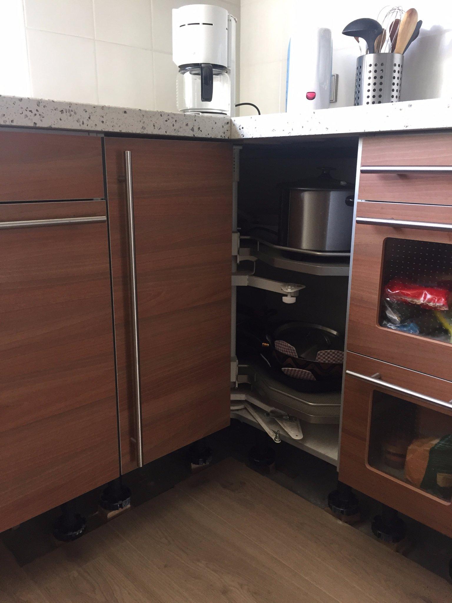 keuken carrousel monteren : Repareren Keuken Draaicarrousel Afdeklijst Onder Kasten Maken