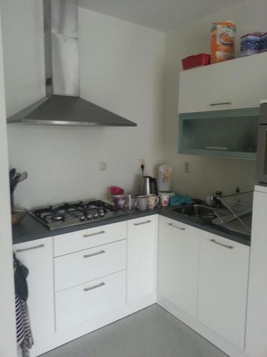 Tegels zetten in kleine open keuken werkspot for Kleine keukens fotos