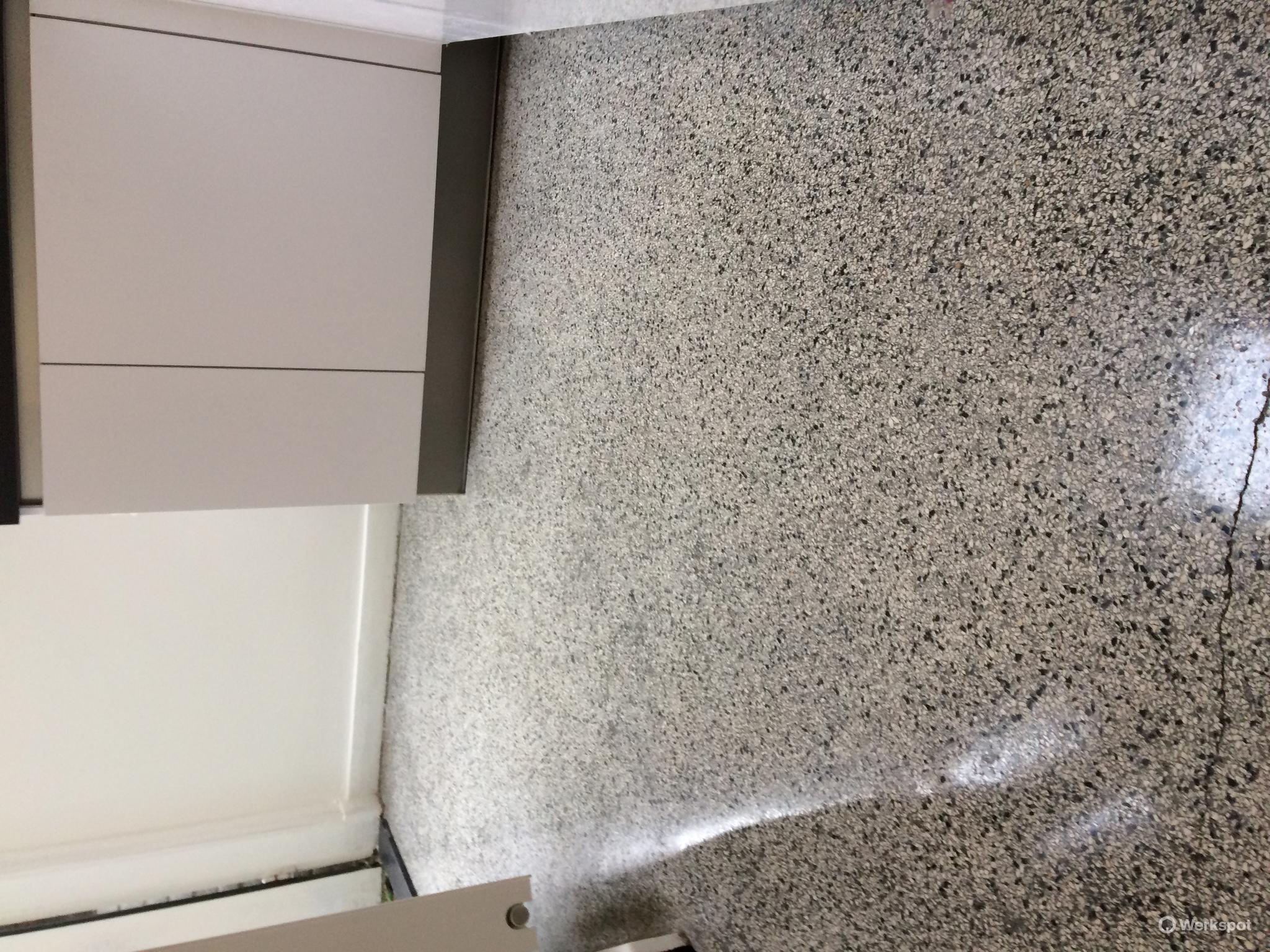 granieten vloer keuken en hal ca 8 m2 schoonmaken opfrissen