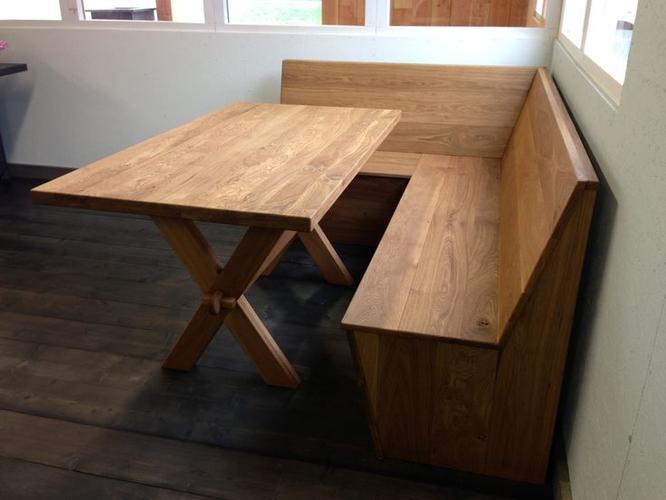 Eetkamer hoekbank + tafel met middenstaander(s) - Werkspot