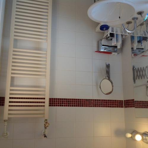 Badkamer tegelen sanitair vervangen voegen frezen en opnieuw voegen ...