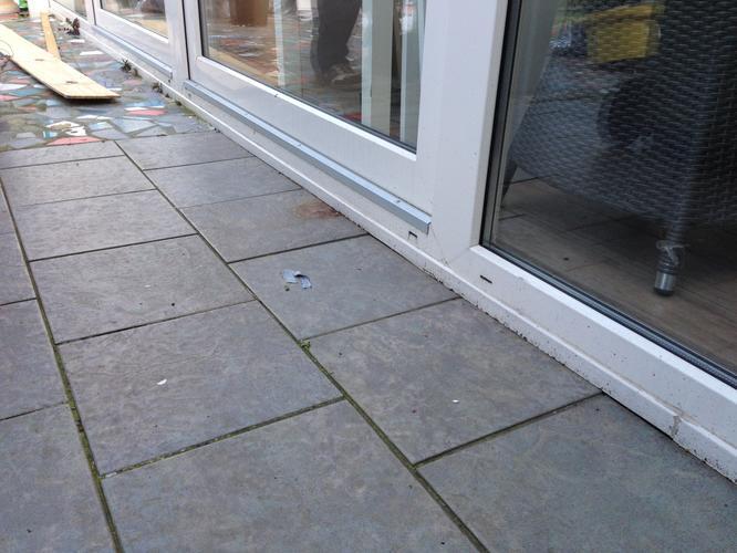 Terrasvloer betegelen lijmen op beton ondergrond werkspot for Vijverfolie lijmen op beton