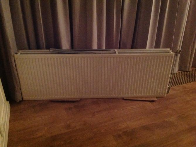 Vervangen radiator in convectorput woonkamer en thermostaat ...