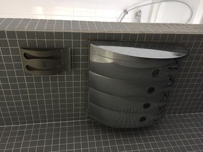 Zeepdispenser Douche Wand : Verwijderen zeepdispenser hanger badkamer werkspot