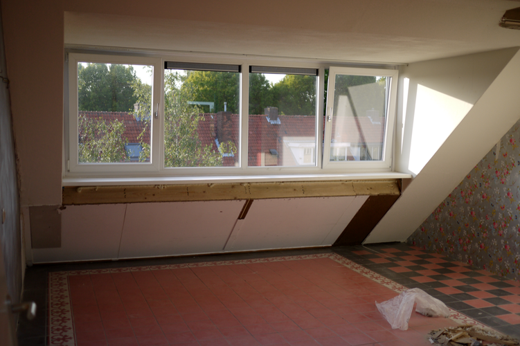 Op maat gemaakte kast voor onder een schuin dak in een for Ladenblok 1 meter breed