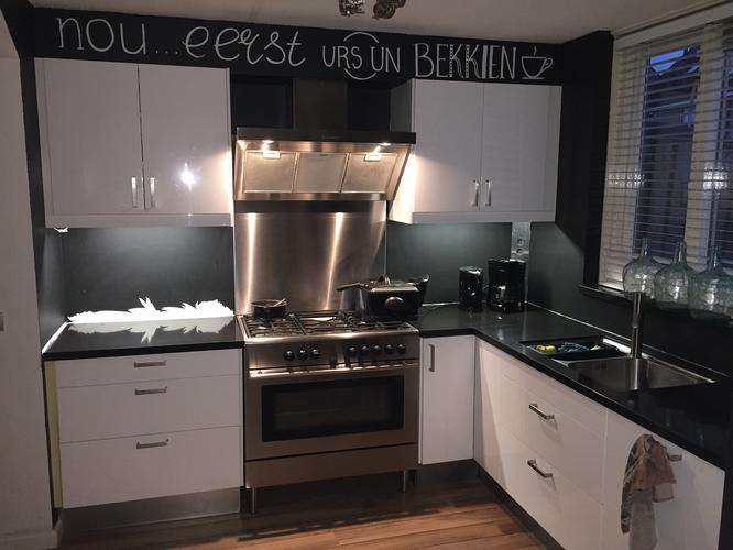 Zelf Keuken Schilderen : Keuken behangen verven werkspot