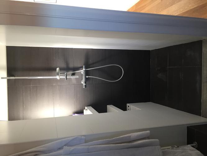 vervangen kitwerk + plaatsen mechanische ventilatie badkamer - Werkspot