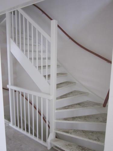 Schilderen houten trappen traphekken nieuwbouw werkspot - Schilderen muur trap ...