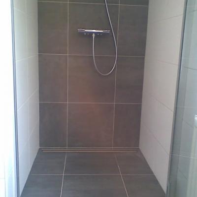 Betegelen casco nieuwbouw badkamer en 2 toiletten - Werkspot