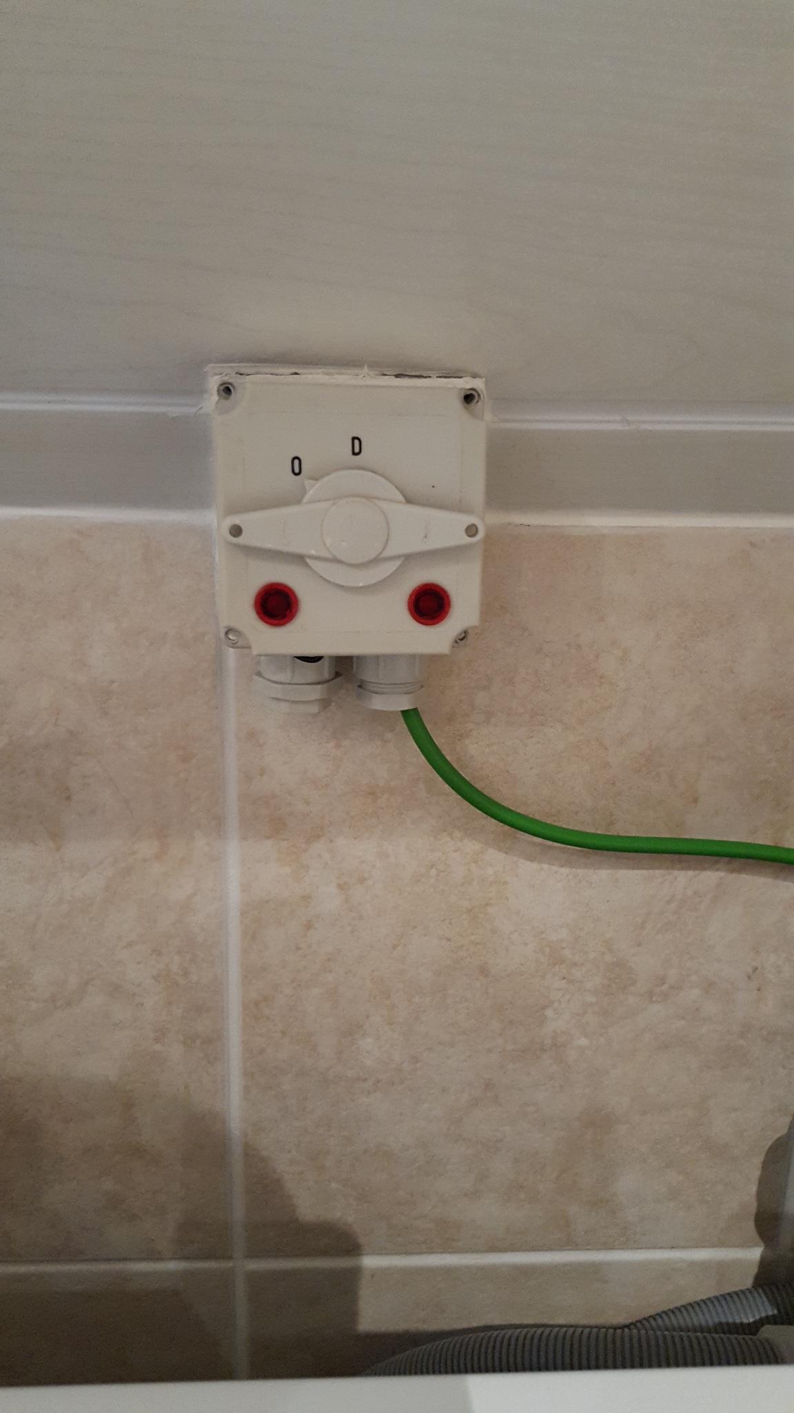 Vervangen dubbele trekschakelaar (wasmachine+droger) badkamer - Werkspot