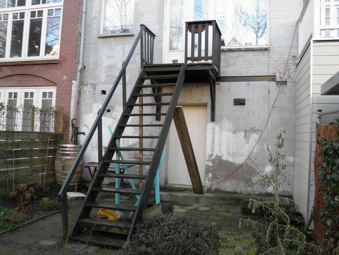 Buitentrap vervangen dmv hardhout werkspot for Houten trap behandelen
