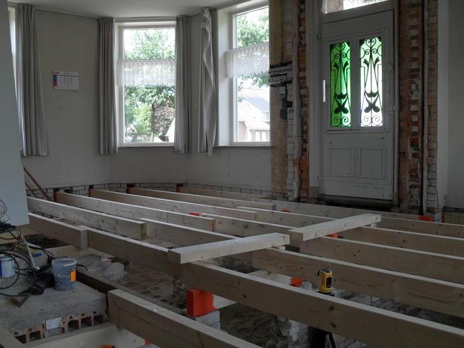 Voorkeur Purschuim aanbrengen onder betonvloer op zwaluwstaartplaten - Werkspot NE44
