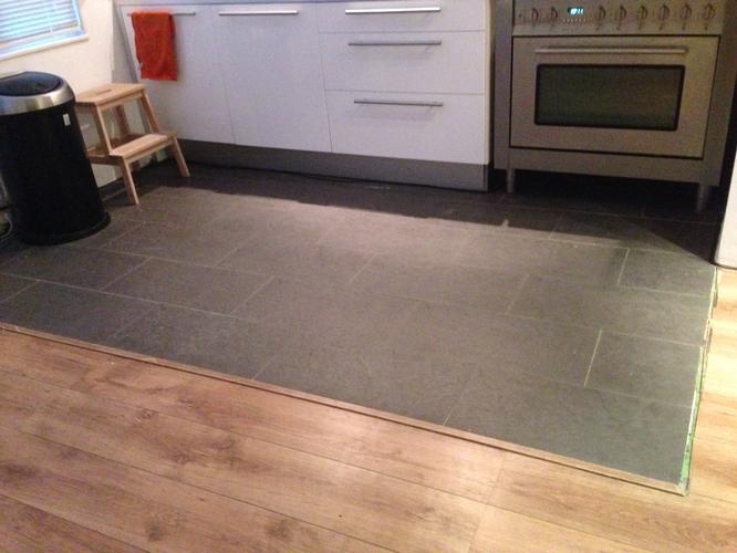 Tegels Vloer Keuken : Oude tegelvloer keuken eruit nieuwe erin werkspot