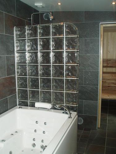 Glasbokken scheidingswand zetten in badkamer - Werkspot