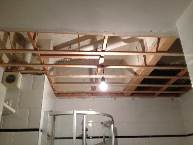 Badkamer: plafond gipsplaten plaatsen + stucen (2x3 meter) - Werkspot