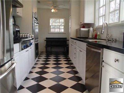 Zwart wit tegelvloer in keuken werkspot